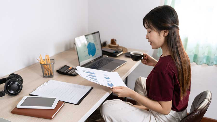 lady with good working posture at home