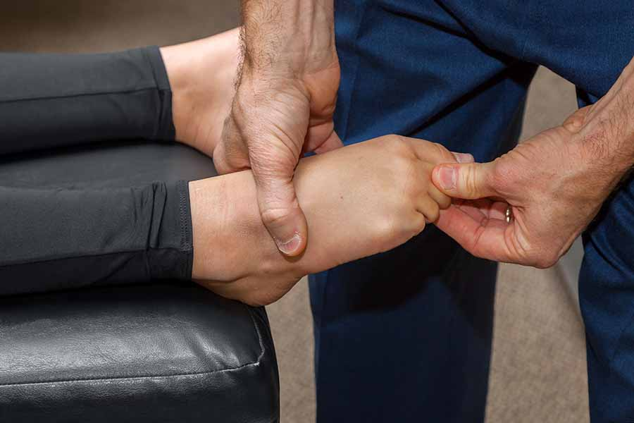Singapore physio helping to alleviate sprained ankle pain