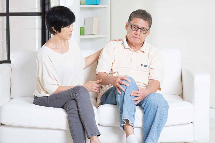 couple dealing with man's knee osteoarthritis